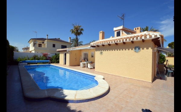 Great Villa in Cabo Roig beach side. 3 bed, 2 bath. privat pool.